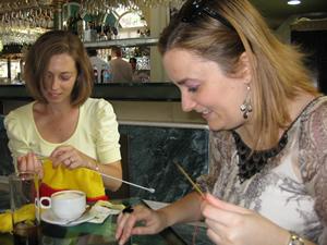 Traductoras tejiendo